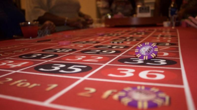 roulette spil med jeton i luften